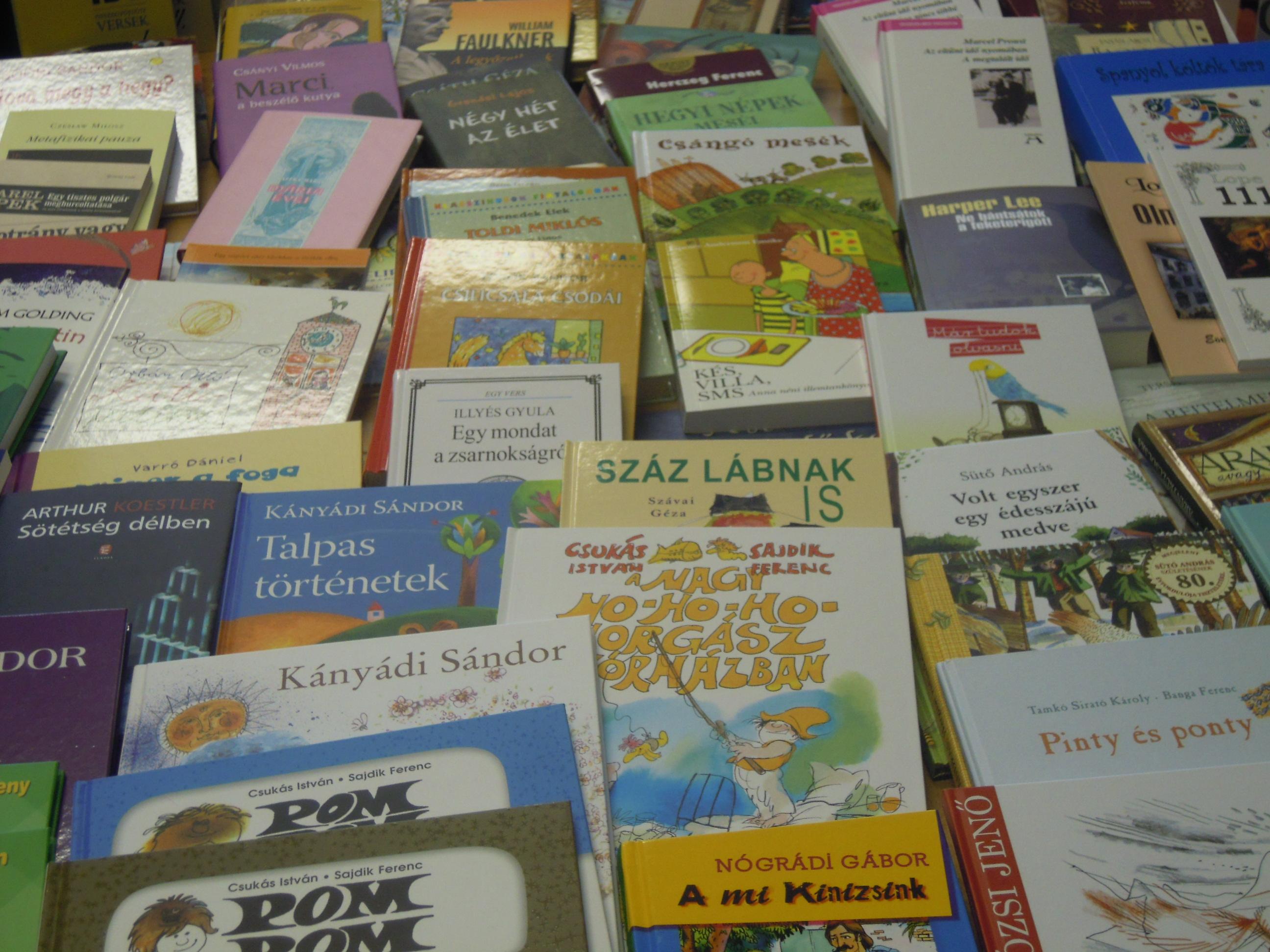 Több mint háromszáz könyvvel gyarapodott a Zalabai Zsigmond Városi Könyvtár