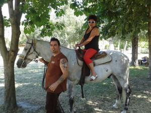 16. A Könyvtár munkatársa Németh Eleonóra is kiproóbálta Koppány lovát
