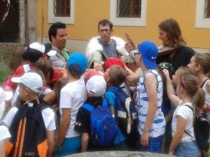 2. A Korona udvarban a főurak Mátyást válaszák királynak (Kovács Koppány, Varju Péter, Méry János és a gyerekek)