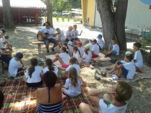 23. Az utolsó nap végén Koppány szórakoztatta a gyerekeket és a szülöket