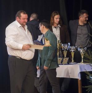 5 Szeiler József a birkózók egyik edzője veszi át a díjat fia, ifj. Szeiler Mátyás nevében, aki edzőtáborban volt éppen