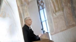 Balogh Zoltán hirdette az igét a megújult református templom hálaadó Istentiszteletén