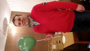 1 Veres Gábor (108.) pózol az általa felfújt zöld MKP-s lufival