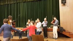 31 A Csali zenekar is muzsikált, Hideghéthy Jenő vezetésével és a kitűnő népzenére Nagy Myrtil, a kultúrház igazgatója táncra perdült és énekre fakadt
