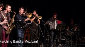 Funeral Marching Band a Moziban!