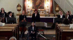 Galéria a Harmonia Classica kamarazenekar virágvasárnapi koncertjéről