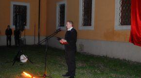 A Korona Udvar félhomályában emlékeztek az Aradi vértanúkra