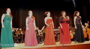 Operett- és musicalgálával emlékeztek Házy Erzsébetre és Hecht Annára Somorján