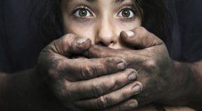Sötét furgonba próbáltak gyerekeket csalogatni – a rendőrség óvatosságra int